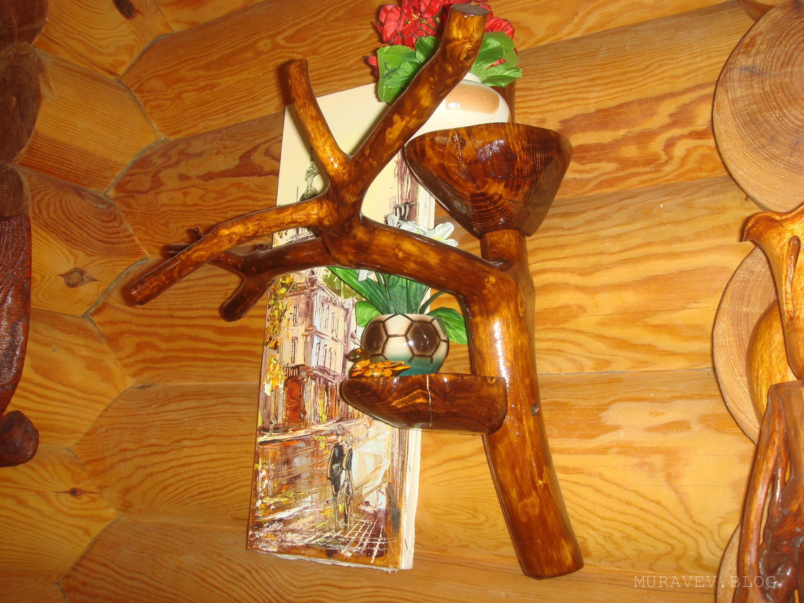 Деревянная подставка для цветов