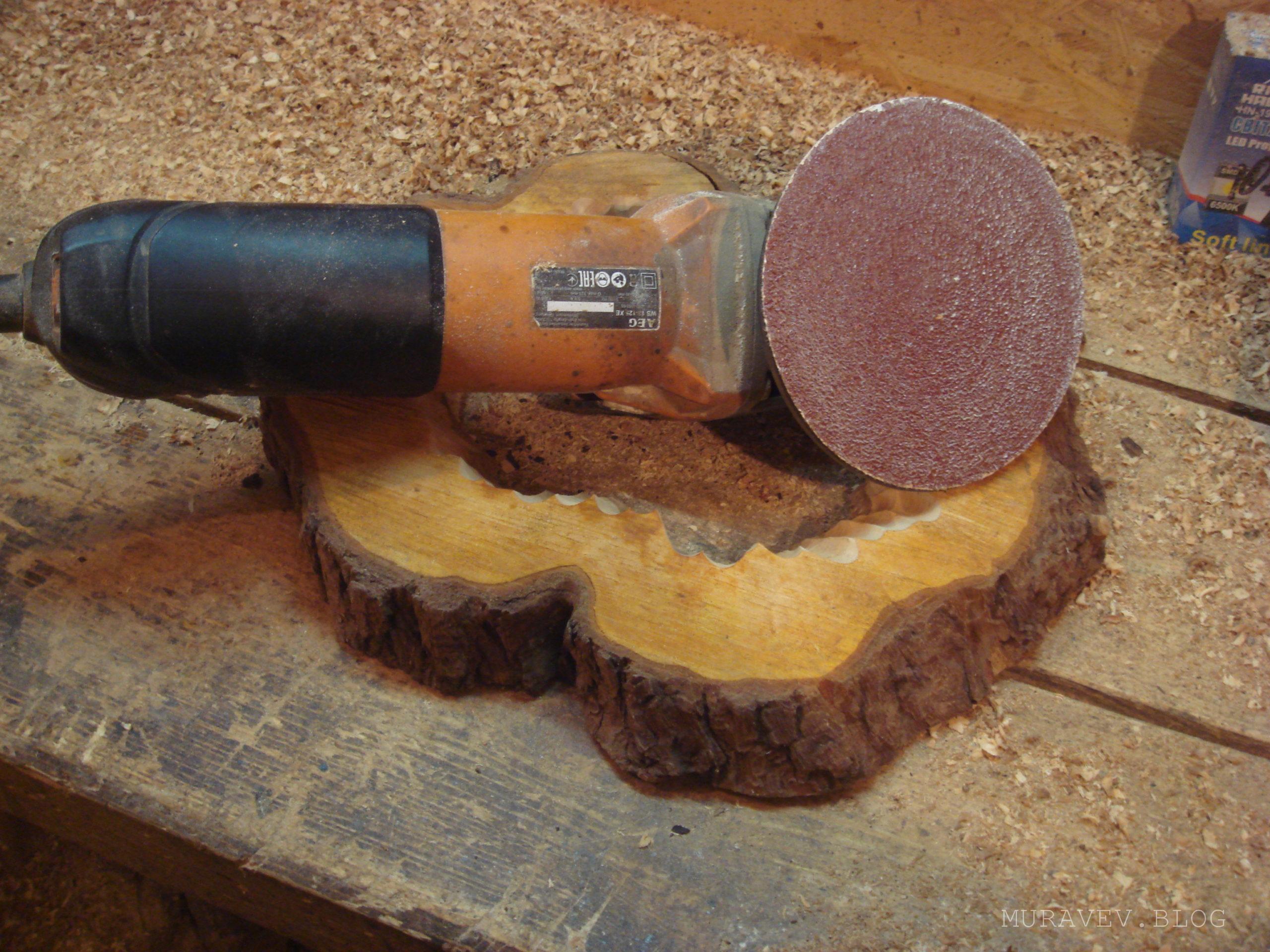 Шлифовка болгаркой деревянного изделия фото